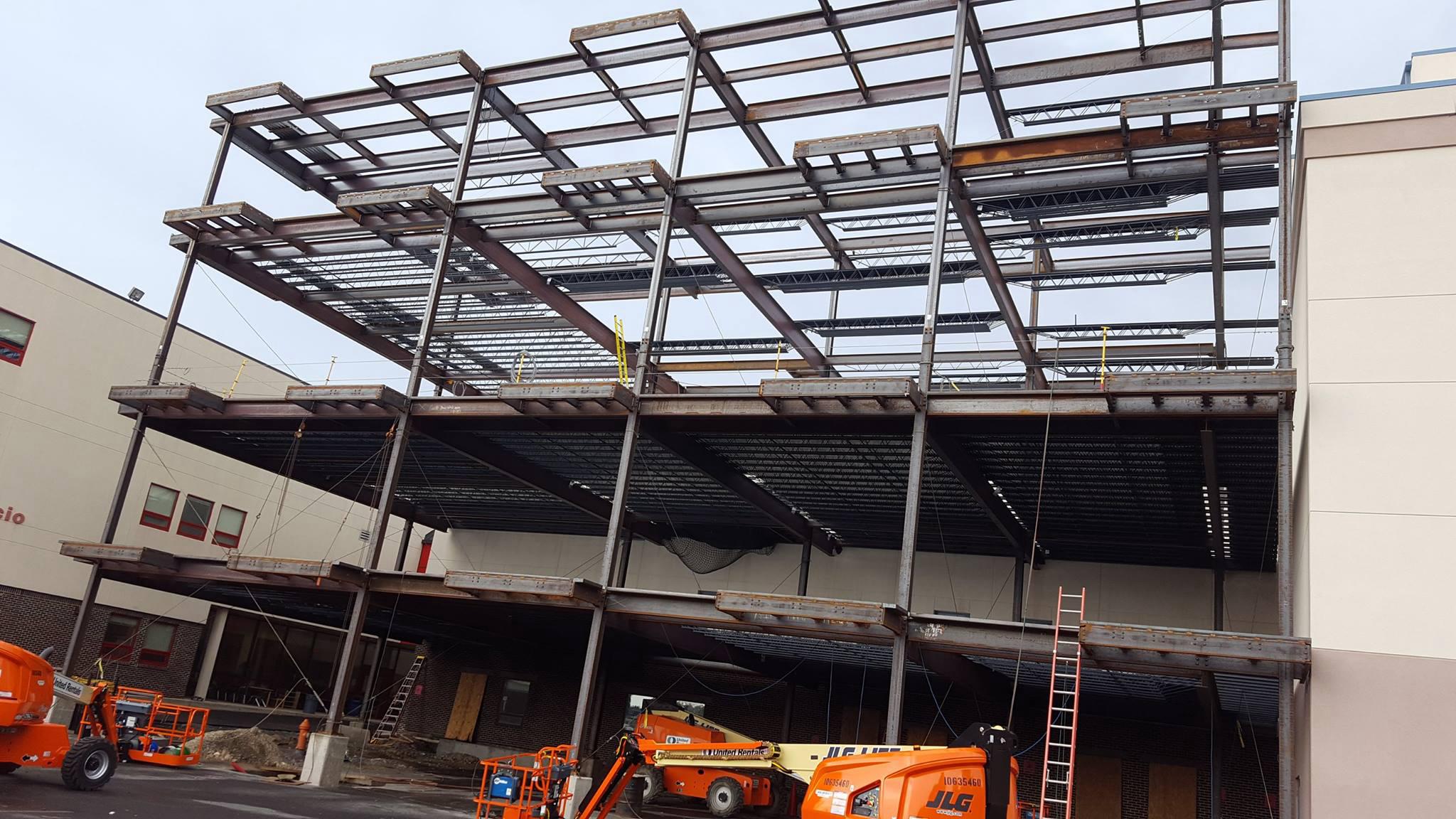 Fabrication et installation d'une structure d'acier_immeuble institutionnel Charter School_Groupe AESP
