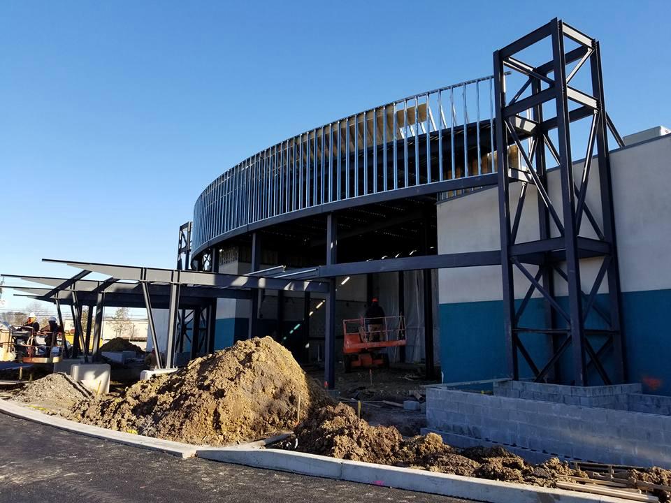 Fabrication et installation d'une structure d'acier_immeuble commercial Cinema_Groupe AESP