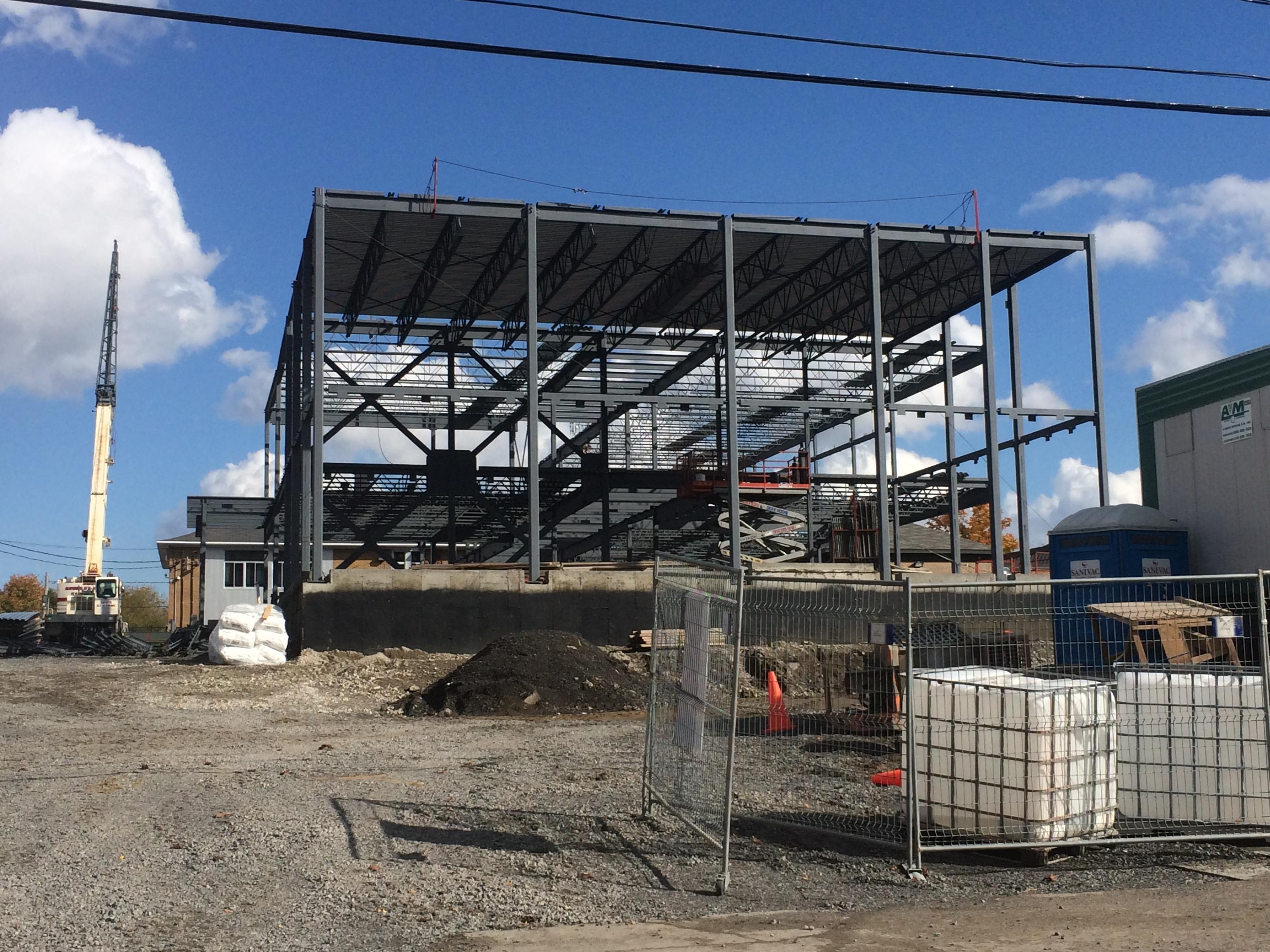 Fabrication et installation d'une structure d'acier__Groupe AESP